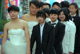 Cross dressing wedding proposals in China - VIDEO