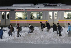 Heavy snow strands 430 people overnight on train in Japan- NO COMMENT