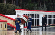 Azerbaijani president, first lady pay tribute to martyrs