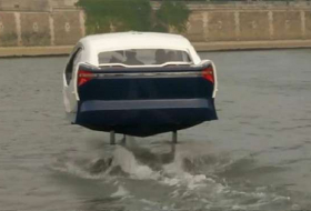 SeaBubbles flying taxi parades on Seine River in Paris - NO COMMENT