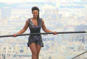 Tightrope walker achieves 35m high stunt in Paris - NO COMMENT