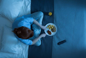 Eating shortly before going to bed could increase risk of cancer