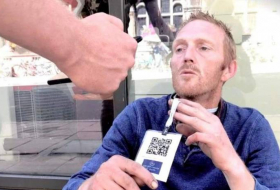 Homeless people are wearing barcodes to encourage more cashless donations