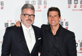 Tom Cruise gives lesson in TV settings and 'motion smoothing'