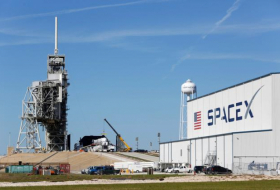 High winds force SpaceX to postpone first launch of Starlink satellites