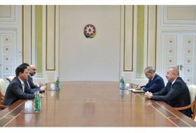 President Ilham Aliyev receives delegation led by UAE minister of economy