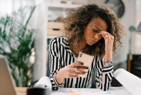 Smartphones may make your headaches worse, study finds