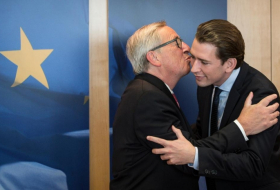 Austria's Kurz avoids Juncker's kiss in Brussels - VIDEO