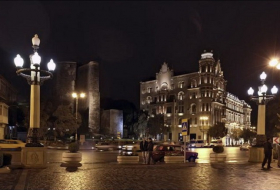 Shining night Baku by Russian tourist - PHOTOS
