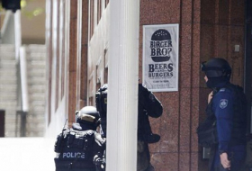 Sydney gunman reportedly demands ISIS flag as some hostages escape