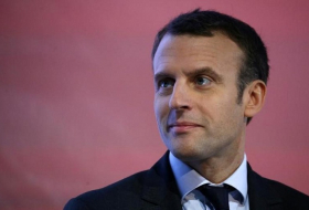 Emmanuel Macron accuses Brexiters of bluffing over no-deal divorce