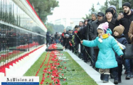 Azerbaijanis honor January 20 tragedy victims - PHOTOS