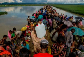 More than 300,000 Rohingya refugee children 'outcast and desperate', Unicef says