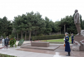 Sudanese Foreign Minister pays respect to national leader Heydar Aliyev and Azerbaijani heroes
